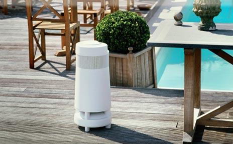 soundcast drahtlose outdoor lautsprecher mit 8 stunden akku. Black Bedroom Furniture Sets. Home Design Ideas