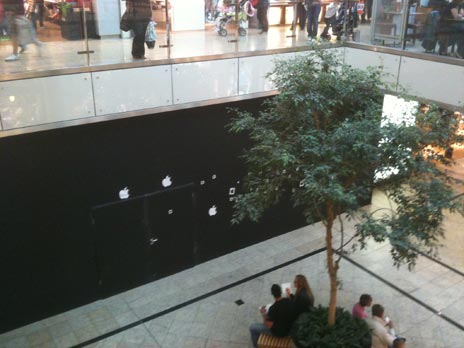 baustellen 5th avenue glasw rfel wird renoviert apple store augsburg verziert ar drone. Black Bedroom Furniture Sets. Home Design Ideas