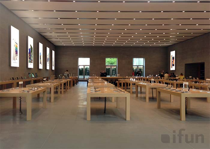 apple store berlin pr sentiert sich unverh llt. Black Bedroom Furniture Sets. Home Design Ideas