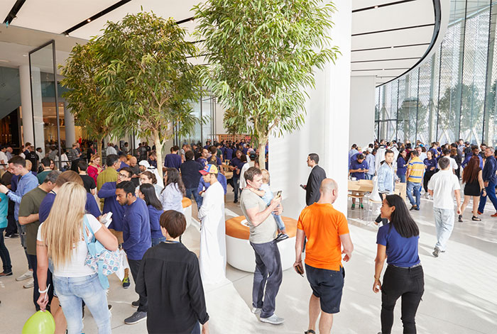 Apple Store Dubai 700