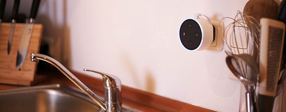 echo dot steckdosen halterung unterst tzt neues netzteil. Black Bedroom Furniture Sets. Home Design Ideas