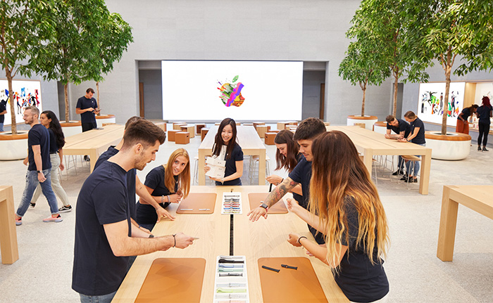 Apple Piazza Liberty Employee Preview