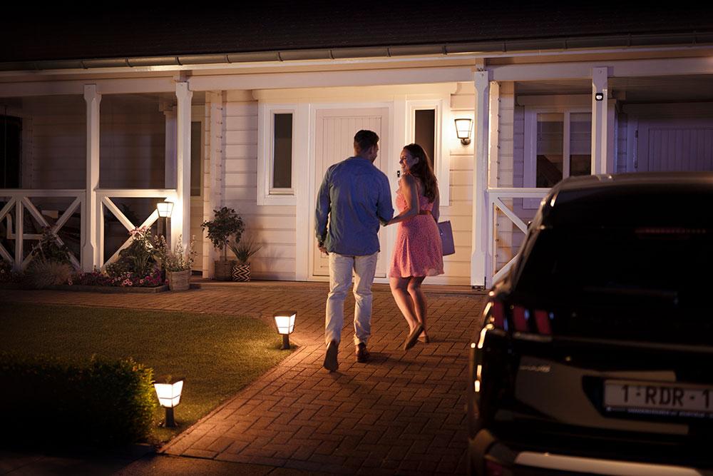 Bekannt Philips Hue Outdoor: Neue Bewegungsmelder und Leuchten für draußen AC11